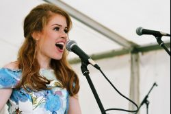 Joanna fends off the rain with a performance at The Sun
